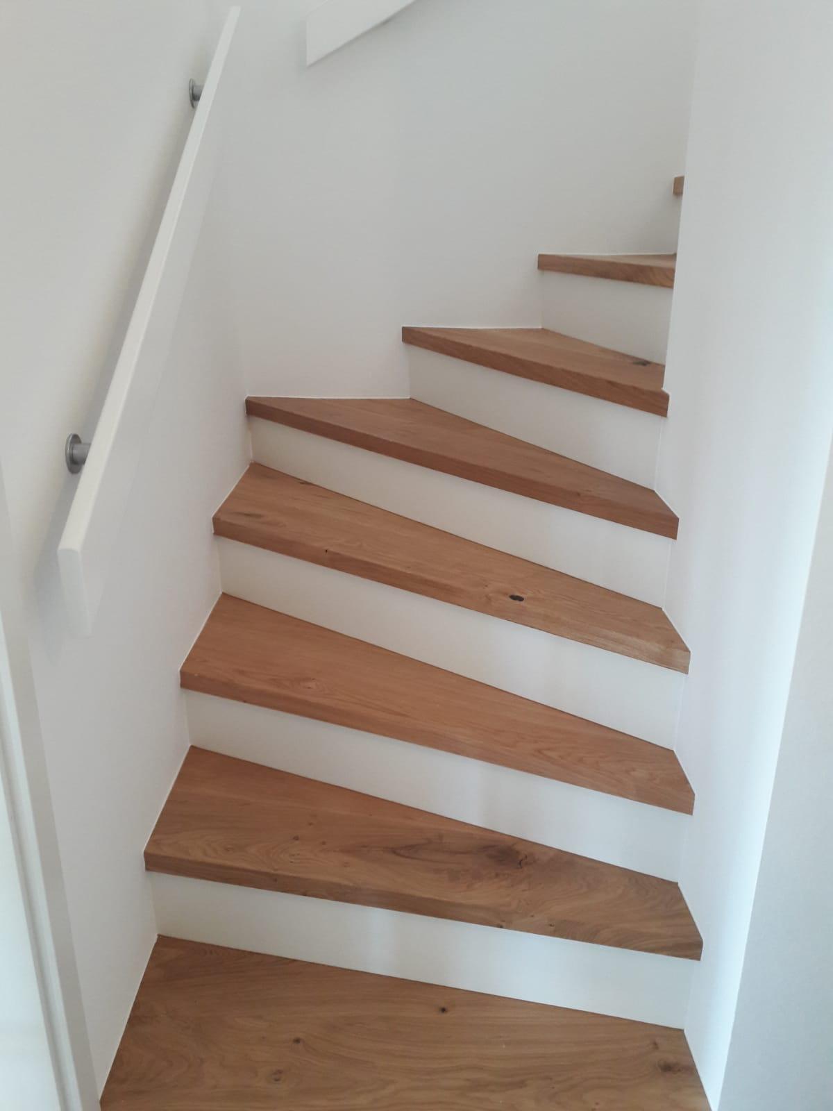 Treppe und Boden belegt mit Fertigparkett Eiche Landhausdiele, geölt