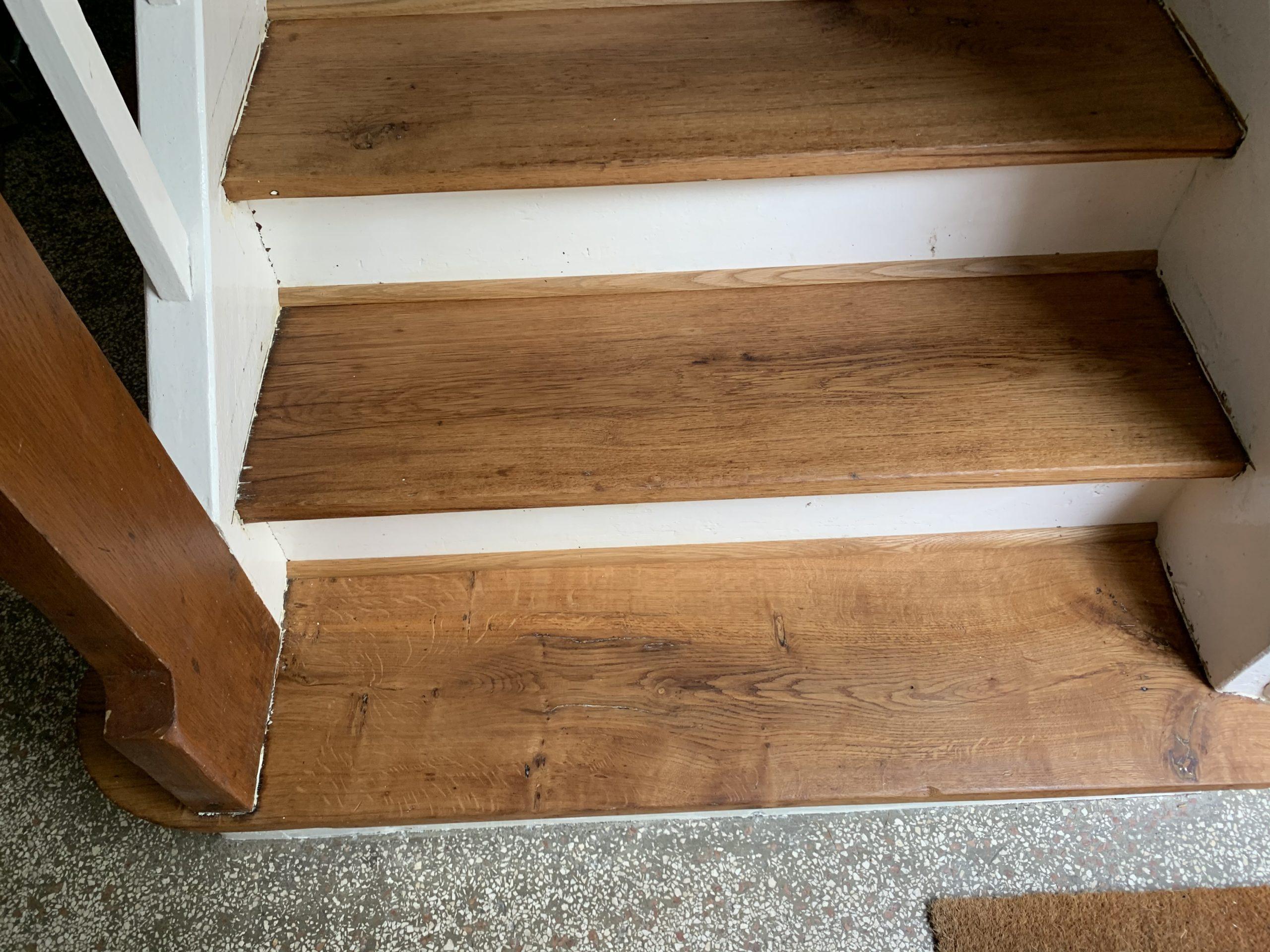 ehemals komplett weiß lackierte Treppe - abgeschliffen und geölt